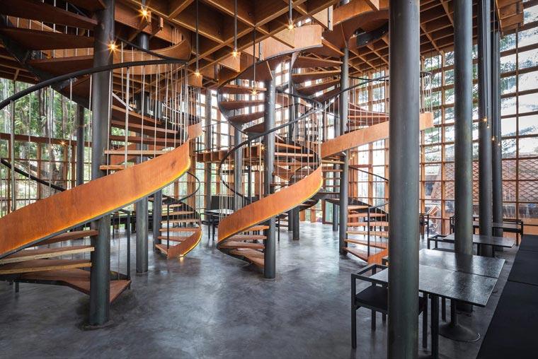 阿瑜陀耶木酒吧樓梯