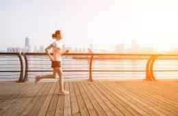 跑步姿勢,要眼看前方