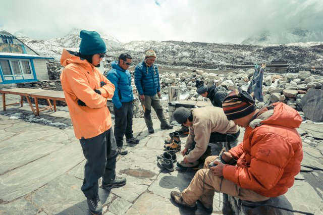 到達了Chhukung(4730M),開始檢查第二日的登山裝備。