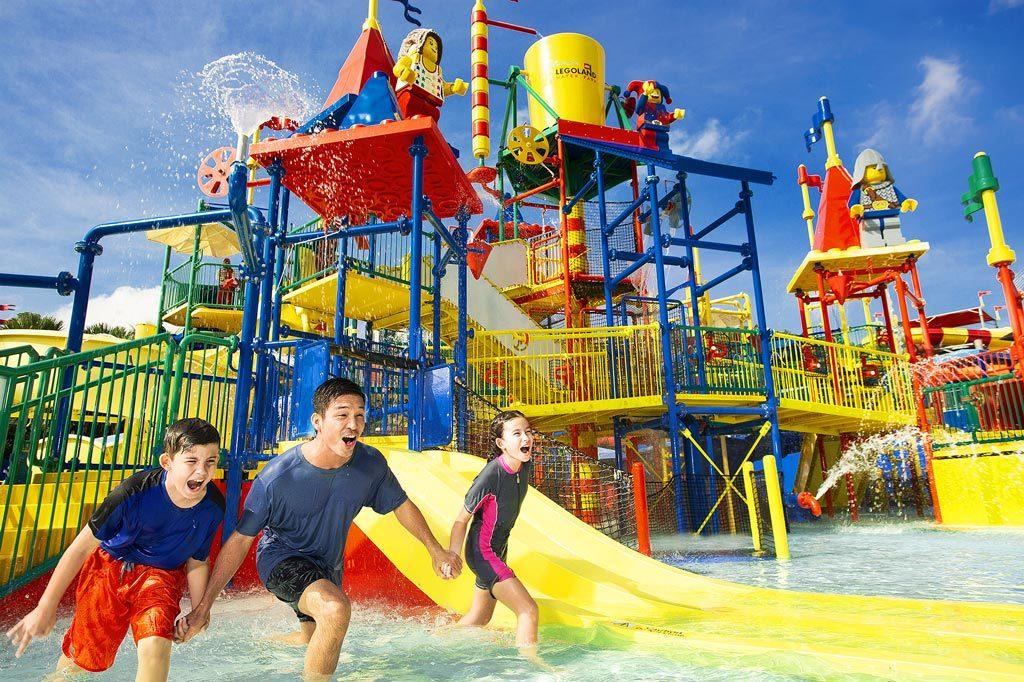 馬來西亞樂高樂園(LEGOLAND® Malaysia Resort)是一個以樂高為主題,集合主題公園、水上樂園和酒店為一體的度假區。馬來西亞樂高樂園(LEGOLAND® Malaysia Resort)是一個以樂高為主題,集合主題公園、水上樂園和酒店為一體的度假區。