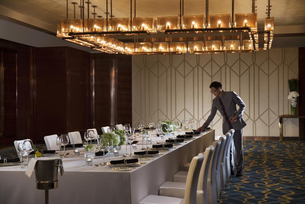 澳門JW萬豪酒店和澳門麗思卡爾頓酒店時刻提供貼心周到的個人化服務。為慶祝酒店開業三周年,兩家酒店同時推出獨家宴會禮遇,為賓客提供超凡的會議室空間及無柱式多功能宴會廳,配合完善體貼的細緻服務,是舉辦私人活動、重要會議、婚宴或各類聚會的理想場地。