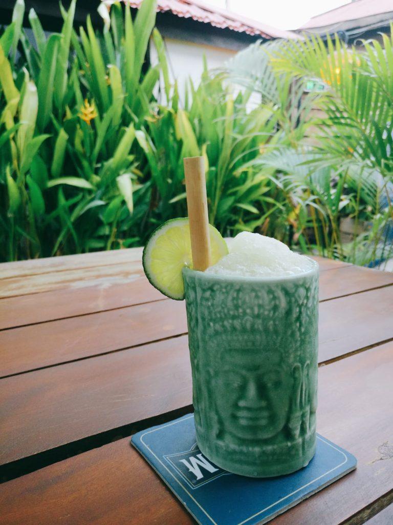 柬埔寨的氣候很適合種超級食物super food辣木。圖中加入了辣木的雞尾酒,令喜雅一試難忘。